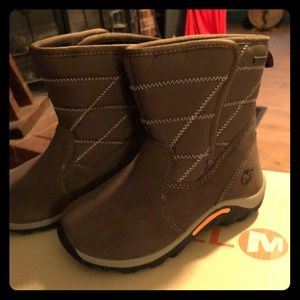 Merrill olive boy's size 12 boots